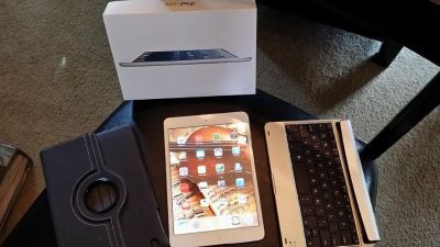 Original Collectable IPad Mini - White - WIFI - 64GB with Box PLUS 2 cases!!!!