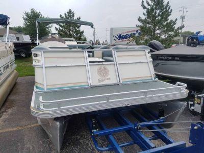2002 Crest III Classic Pontoons Boats Kaukauna, WI