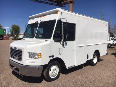 $12,990,     2007 Freightlinet MT45 StepVan- Aluminum Body Box Truck