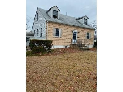 4 Bed 2 Bath Foreclosure Property in Massapequa, NY 11758 - N Chestnut St