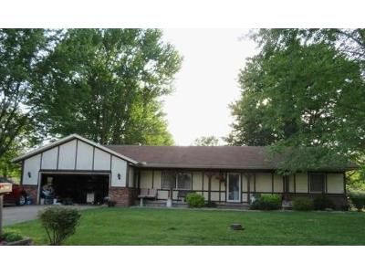 4 Bed 2 Bath Foreclosure Property in Salem, IL 62881 - Donoho Dr