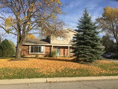 4 Bed 1.5 Bath Preforeclosure Property in Grand Blanc, MI 48439 - Crestknoll Dr