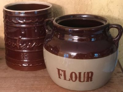 Cookie Jar and Flour canister-missing lids