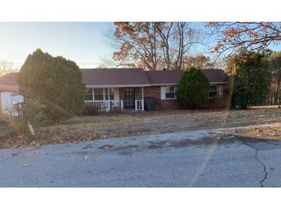 3 Bed 2 Bath Preforeclosure Property in Chattanooga, TN 37416 - Cordelia Ln