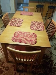 Dinette table/4 chairs