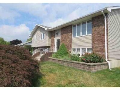 4 Bed 3 Bath Foreclosure Property in Wind Gap, PA 18091 - Delaware Ave