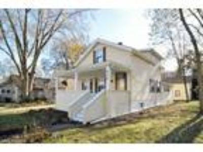 Owner will finance Glen Ellyn..Comes fully furnished Three BR 2.5 BA 2400 p...