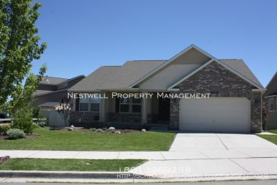 Really Nice and Large 5 Bedroom Rambler in Riverton!