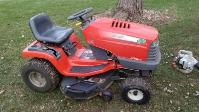 "Scotts/John Deere Lawn Tractor, S1742, 42"" Deck, 18HP Briggs & Stratton Engine"