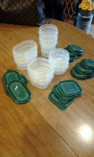 Rubbermaid bowls, 12 in lot, all have lids, 11oz, 9 oz, 7 oz, and 13 oz, three of each