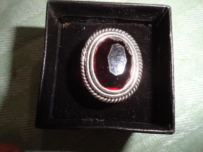 SIZE 8 BLACK STONE WITH SILVER DETAIL (ALL BLACK STONE IN PERSON0