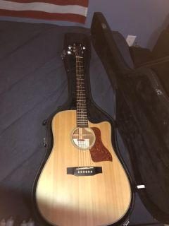 Acoustic/electric Takamine EG511SSC
