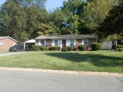 4 Bed 2.0 Bath Preforeclosure Property in Charlotte, NC 28216 - Holly St