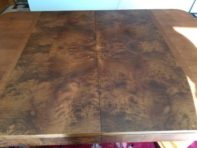 Dining room table,  Art deco. Matching grain veneer.