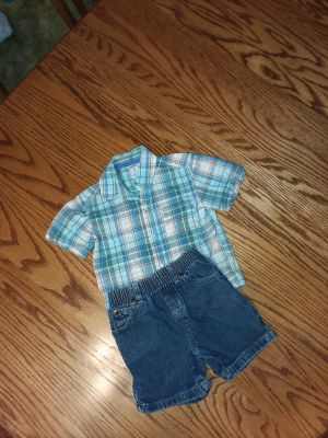 Boy's size 3t Carter's s.s dress shirt with Jean shorts like new excellent condition