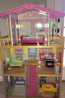 Doll house - excellent condition
