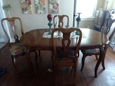 Ethan Allen Country French dining table