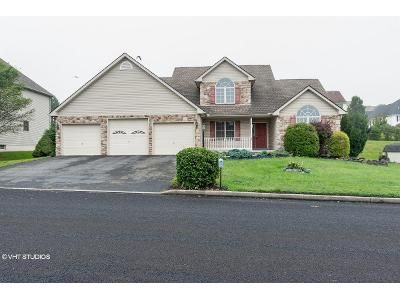 3 Bed 2.5 Bath Foreclosure Property in Nazareth, PA 18064 - Deerfield Dr
