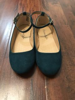 Girls size 1 1/2 dark teal Flats with tassel at back
