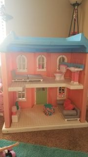 Huge furnished dollhouse 43x41in