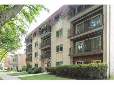 2 Bed 2 Bath Foreclosure Property in Oak Park, IL 60302 - Home Ave Apt 2d