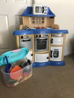 Kids Play Kitchen Excellent Condition