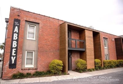 RENT SPECIAL - Huge 3 Bedroom Downtown Apartment Close to CofC and MUSC!