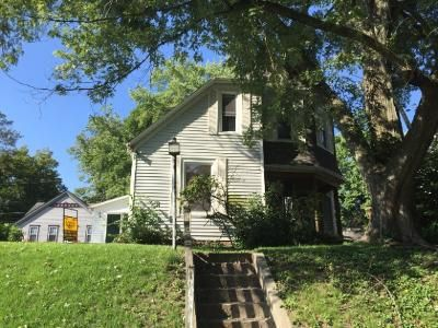 3 Bed 2 Bath Foreclosure Property in Belleville, IL 62220 - Park Ave