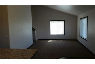 4 bedrooms Apartment - This development is located in the Dorothy Dodds Elementary. Pet OK!