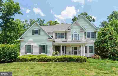 89 Town and Country Dr FREDERICKSBURG Five BR, This home has