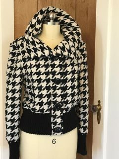 Large Houndstooth Dereon Jacket With Elaborate Collar