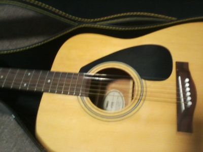 Yamaha f310 acustic guitar with hard case. 150.00 obo