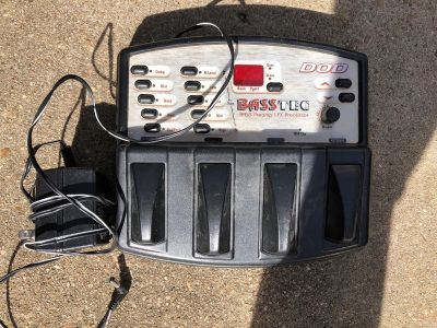 Effects pedal for bass guitar