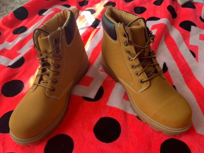 NEW MENS BOOTS SIZE 10