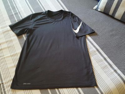 CHARCOAL GREY NIKE DRI-FIT TEE....FITS BOYS XL/16-18...*WORN ONCE NEW CONDITION!