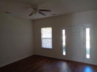 $950, 2br, 2 bed, 1.5 bath patio style Condo!