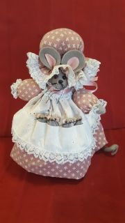 Vintage Sweet Fabric Mother Mouse with 4 Baby Mice in her Pockets!