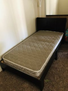 Twin bed / mattress /32in tv w/stand Bundle