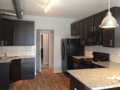 Stunning 2 bed with Central Heat + Air, Beautiful Kitchen, Parking, Pet Friendly