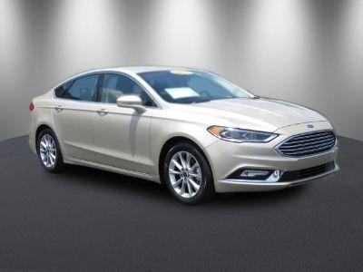 2017 Ford Fusion SE (White Gold)