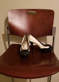 Size 8 Black & Cream Pump w/bow