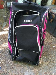 Grit stand up hockey bag with wheels to pull it along.