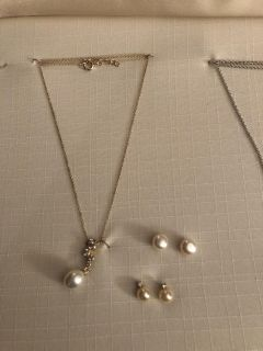 NWOT necklace and 2 pair earrings. Rep sample. Ppu
