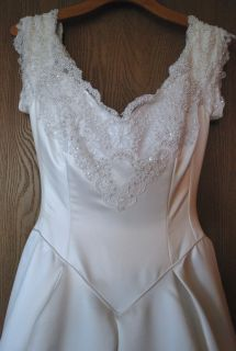 Jim Hjelm - Couture Collection - Princess Ball Gown - White Wedding Dress - Size 8