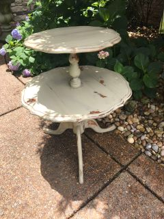 Awesome distressed tiered table