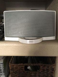 Bose speaker with iPod dock