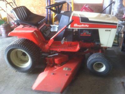 16 HP Simplicity 6216 Garden Tractor