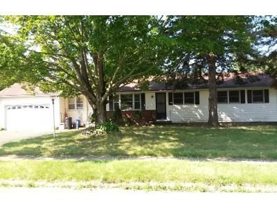3 Bed 2 Bath Foreclosure Property in New Haven, CT 06513 - Garry Dr