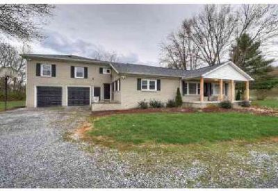 1705 State Line Rd Elizabethton Three BR, Updated home with an