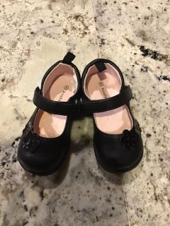 Toddler girls size 6 Mary Janes